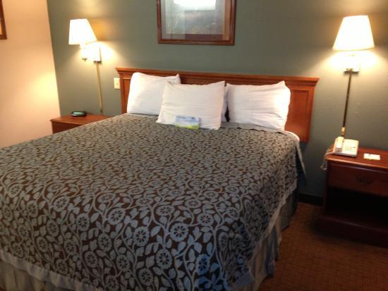 Days Inn & Suites Brinkley: Standard King Size Room