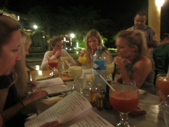 Marie's Restaurant: Drinks Before Dinner at Marie's