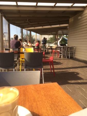 Union Cafe: Outside seating area.