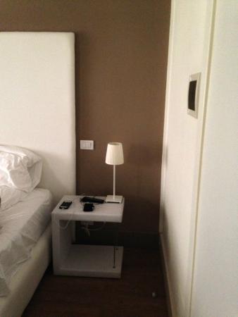 Al Castello Luxury B&B : side table, lamp