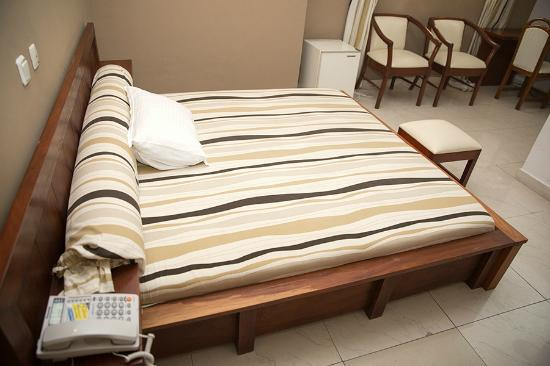 Hotel Acropole: Bed