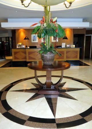Tower Inn Business Hotel: The lobby