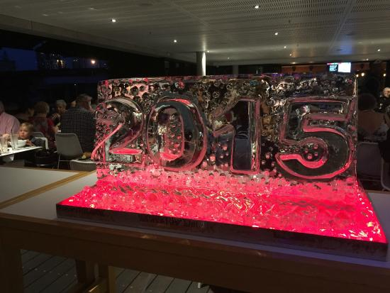 Edgewater Dining and Lounge Bar: NYE's ice spectacular