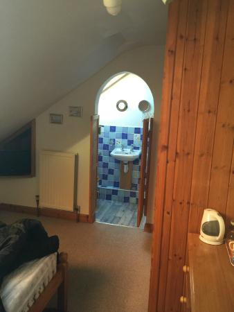 Northcliff Bed & Breakfast: shower roon