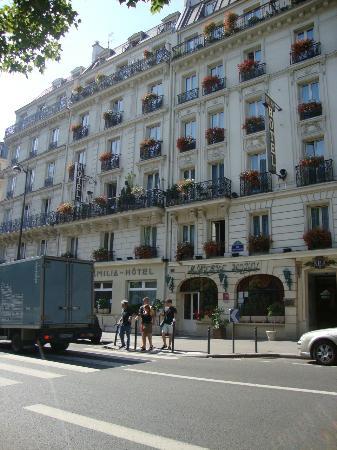 Familia Hotel: Front of Hotel