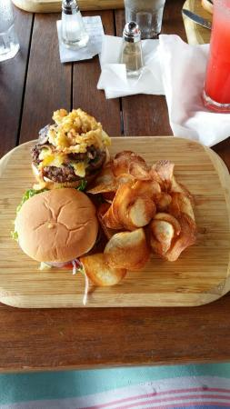 Sabor Restaurant & Bar: Burger with grilled pineapple