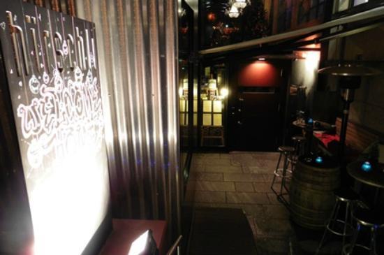 Hirschli: Restaurant and bar entrance