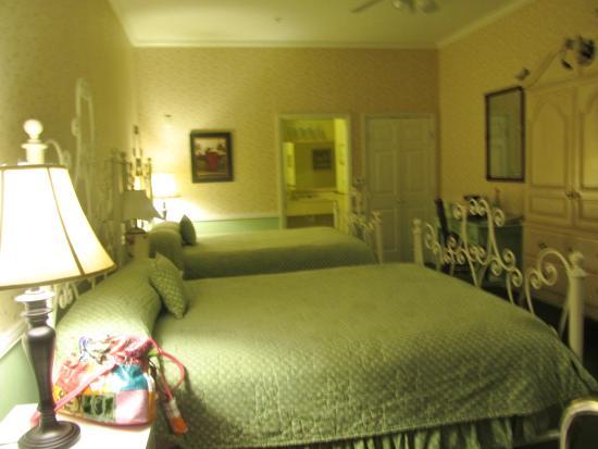 Ashley Inn: room