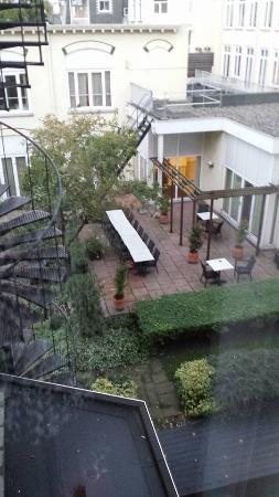 Parkhotel Den Haag : Outside View Courtyard