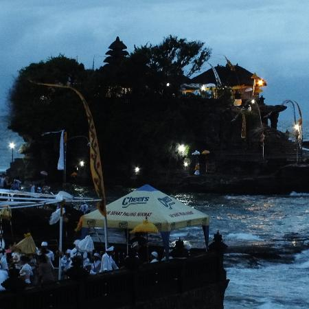 The Banyumas Villa: pura tanah lot