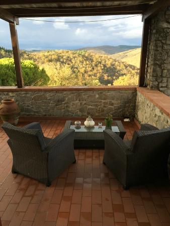 Villa di Capovento : Enjoy wine here if you visit in warm season!