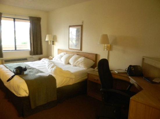 room 213 sunshine on bed picture of econolodge sacramento north rh tripadvisor co za