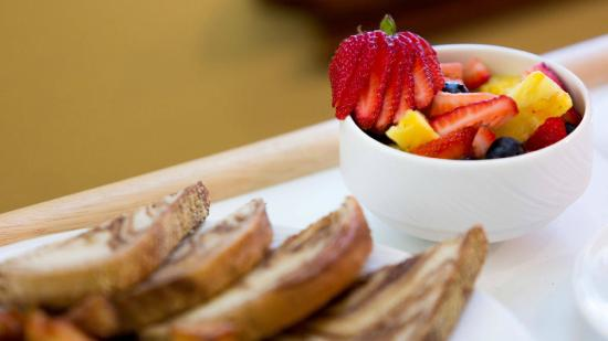 Chilled Cork Restaurant and Lounge: Fruit bowl / rye toast