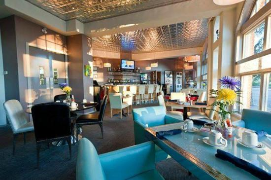 Chilled Cork Restaurant and Lounge: Casual Eclectic ambiance