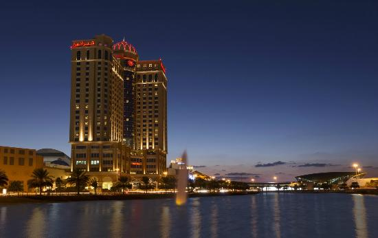 Sheraton Dubai Mall of the Emirates Hotel: Hotel Exterior