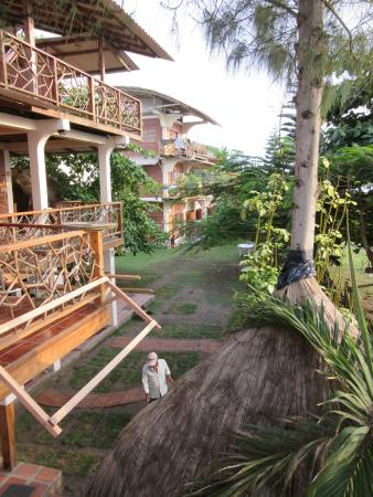 Hostal The Sea Garden House: The large balconies let you always hang out outside.