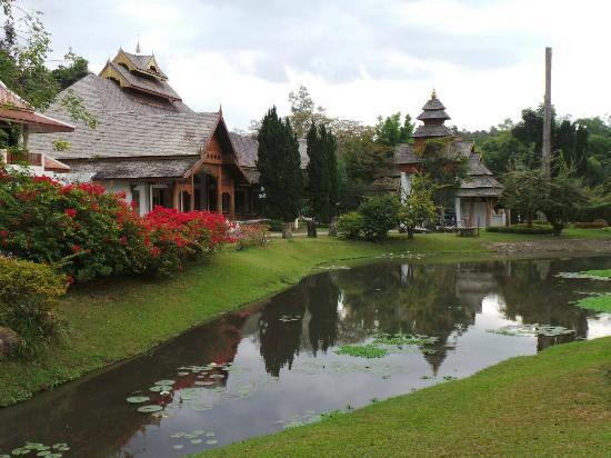 Suan Bua Hotel & Resort: The layout is beautiful.