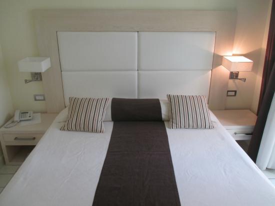 Palazzo Montefusco Sorrento : King-sized Bed