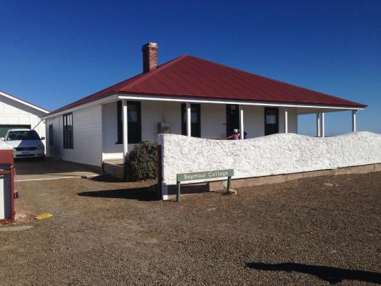 Cape Willoughby Lighthouse Keepers Heritage Accommodation: Front view of the Cottage