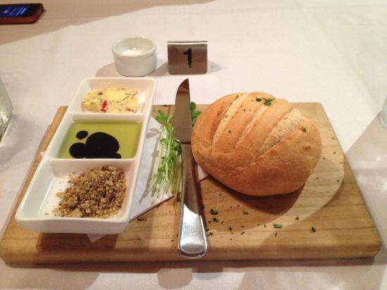 Eleebana, أستراليا: Grilled Sourdough with Caramelized Butter and Olive Oil