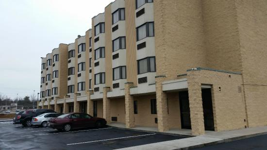 BEST WESTERN Knoxville Suites: rear view