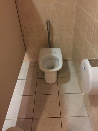 """Paradisus Princesa del Mar Resort & Spa: glad to see that at $1200/pp this """"resort"""" can't even afford toilet seats"""