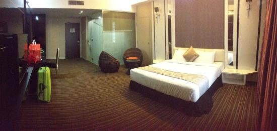 The Sterling Boutique Hotel Melaka: The Riley. Huge and spacious!