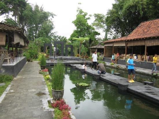 Waroeng of Raminten: Kolam Ikan