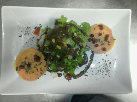 La P'tite Ardoise: Dodine de foie gras au noisettes et airelles