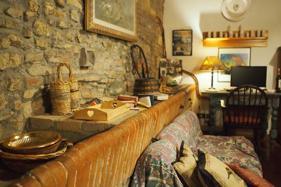 Agriturismo Molinuzzo : As the apartment was originally a stable, they original trough was incorporated into living room