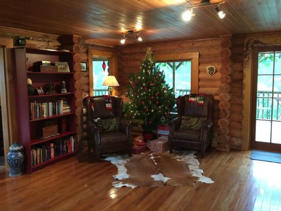 MOT Lodge: we like this lovely living room so much!