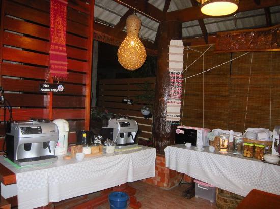 Baan Malai Guesthouse : dining area