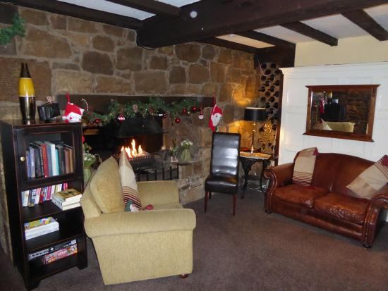 Glendevon, UK: One of the cosy lounges