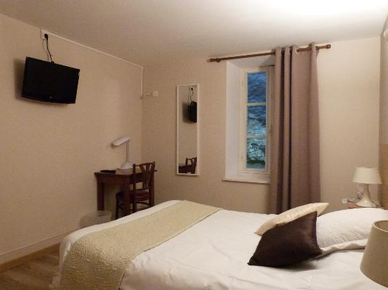 Une chambre 2 personnes photo de hotel le relais b ze for Chambre 2 personnes