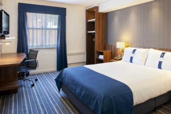 Holiday Inn Express Glenrothes: Accessible Room