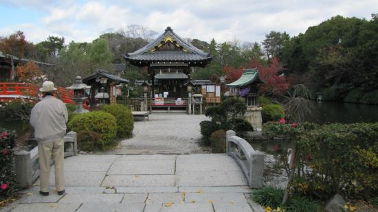 Shinsenen: View from the front gate