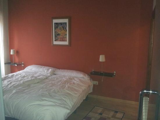 Apartamentos Señorío de Haro: Muy nueva, con un armario/colgador/cajones abierto pero práctico