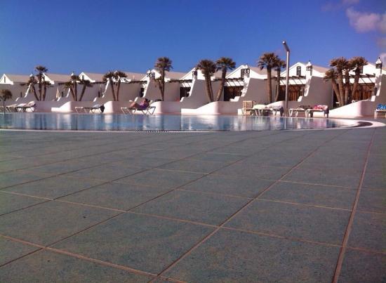 Plaza del sol picture of sands beach resort costa for Plaza del sol