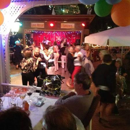 Restaurante La Bolera: Dancing
