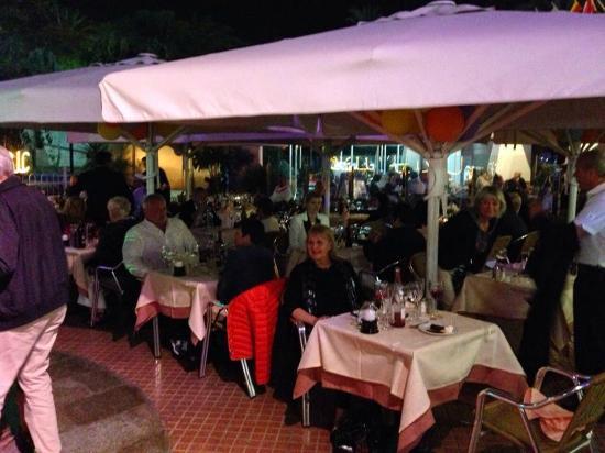 Restaurante La Bolera: Outdoor dining
