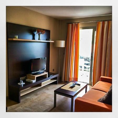 Apartamentos Albir palace: Åpen løsning med stue, spiseplass og kjøkken