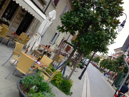 Arredamento Esterno Bar Prezzi: Progettificio interior design mobili e ...