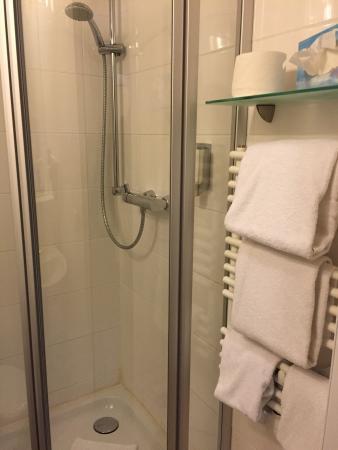 Hotel Demas City: Doccia nella media pulita e funzionale