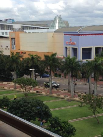Protea Hotel By Marriott Durban Umhlanga Ridge: view to the Getaway mall