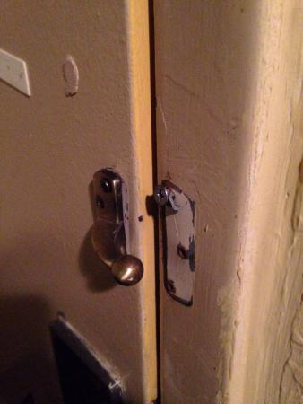 Quality Inn Orlando Airport: This was the lock.
