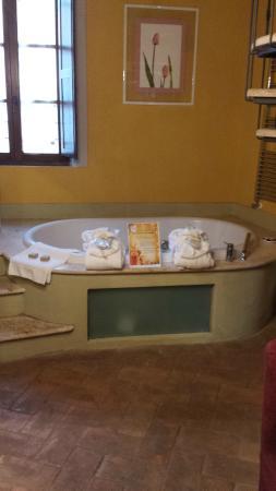 Hotel Palazzo del Capitano Exclusive Wellness & Relais: vasca idromassaggio nella camera
