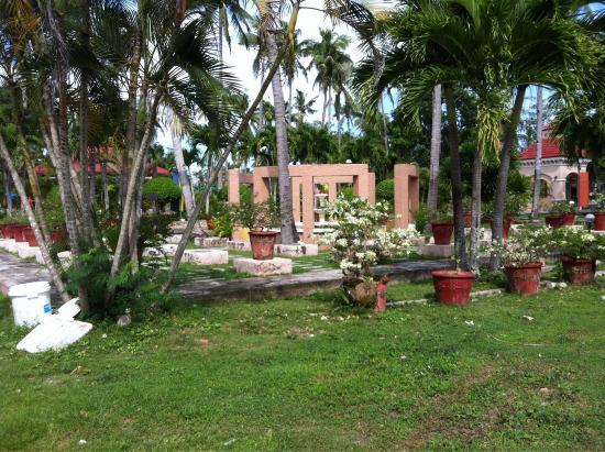 San Remigio Beach Club Hotel : The garden