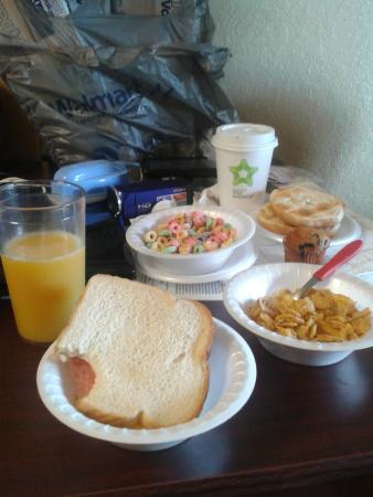 Extended Stay America - Orlando Theme Parks - Major Blvd.: Café da manhã do hotel