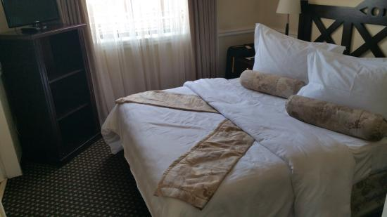Courtyard Hotel Rosebank: bedroom