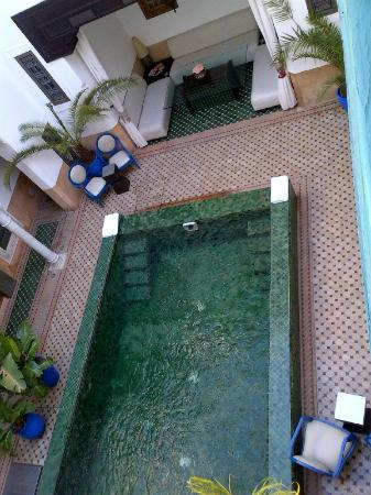 Riad Farnatchi: view from terrace onto pool below